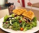 Signature Burffle ($18 nett) 🍔 ⭐️ 3.5/5 ⭐️ 🍴Is it a #waffle?