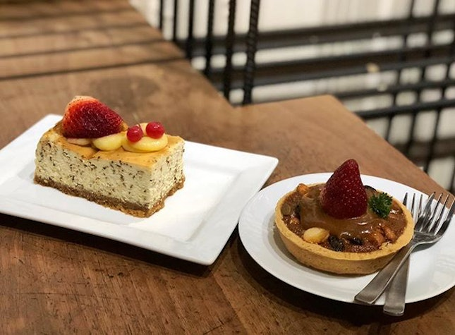 Goji berry tart ($5.80) ⭐️ 3.5/5 ⭐️ Earl grey cheesecake ($7.80) ⭐️ 4.5/5 ⭐️ 🍴Would highly recommend the #earlgreycheesecake that's really delicious and unlike any cheesecake we've tried before.