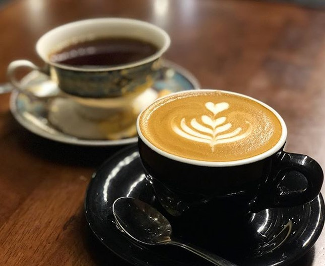 Cappuccino (9RM) ⭐️ 4/5 ⭐️ Handbrew (14RM) ⭐️ 3/5 ⭐️ 🍴The #cappuccino used #libericacoffee beans that are less popular & polarizing as they have a strong fragrance and smell that may be too pungent for some.