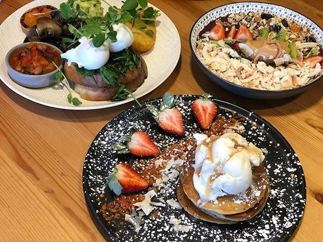 Açaí bowl ($16.50) Soulful breakfast ($20) Pancakes ($18.50) Overall ⭐️ 3.5/5 ⭐️ 🍴A cosy cafe with many #vegan and gluten free options, located near Brighton beach.