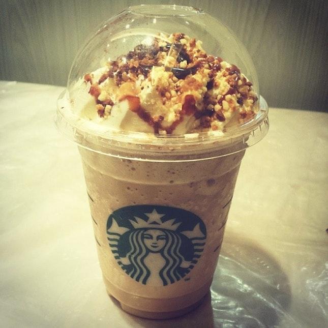 tiramisu frappuccino again 😃 #coffee #starbucks #sgfood #drinkporn #cheers #sayyestoyum #coffeemoreexpensivethandinner