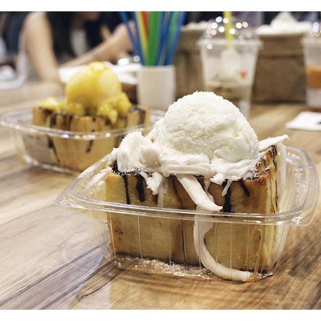 Finally tried the Shibuya Toast from Tuk Tuk Cha, we had the Aloha Coconut and Mango Tango flavour at 10.80 each.