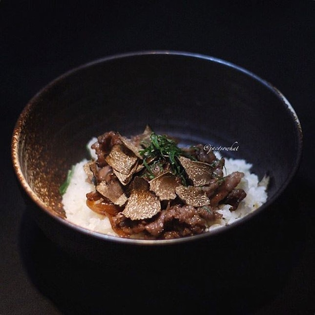 Recently IZY Dining & Bar has re-launched their menu, serving up quality Japanese-American fare.