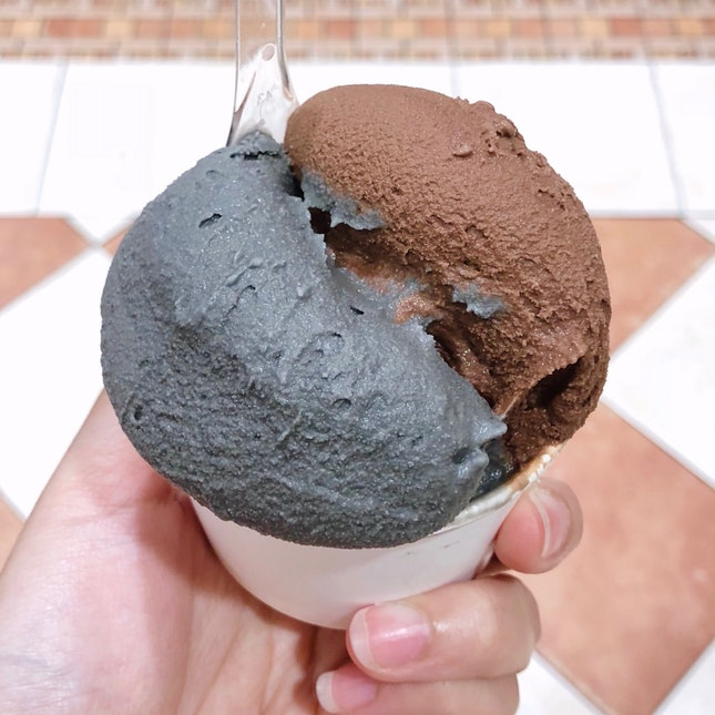 Black Sesame & Dark Chocolate ($5.60)