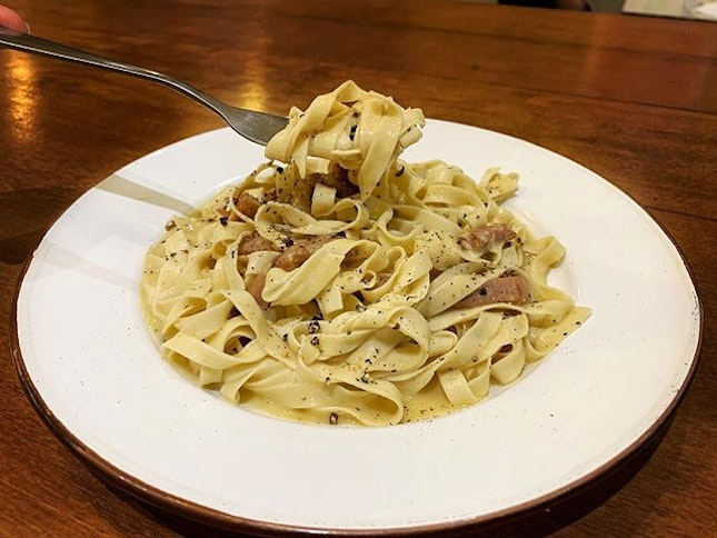 It's not easy to find Roman-style carbonara in Singapore, and when I came across this dish here, I just had to order it.