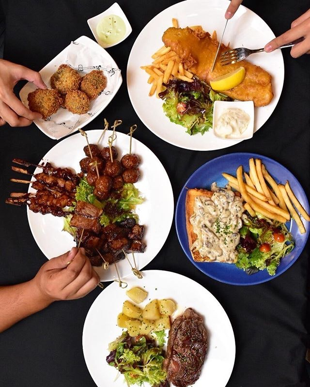 Get your makan fix at @fixsg where they serve up a new menu featuring hearty fare and poolside cocktail selections.