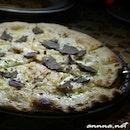 The best pizza I ever had, delicious fresh Black UncinatoTruffle Pizza!