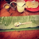 fold down the banana leaf to signify that you're satisfied with the food n upwards if u dun enjoy the food.
