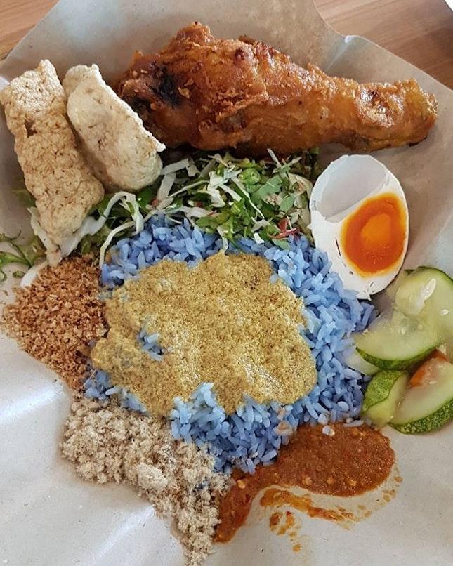 《Nasi Kerabu + Ayam Berempah & Air APA》  Thanks to @hx_janel for bringing us here.