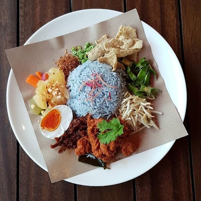 《Nasi Kerabu + Pork Rendang》 Legit kerabu with #amattakhalal element.