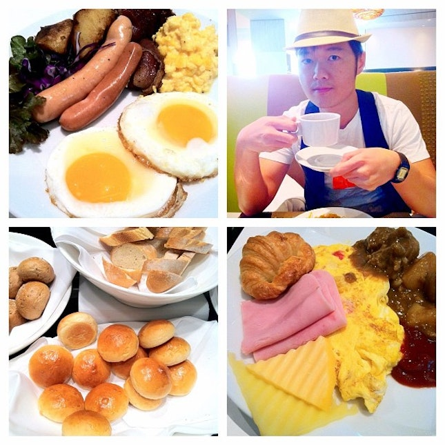 I suppose no Bangkok Gastronomical trip is complete without Sunday Brunch. Here at The Square Novotel. Attire: Hat from Platinum Mall, vest H&M (opened yesterday at BKK Siam Paragon), Tshirt model's own.