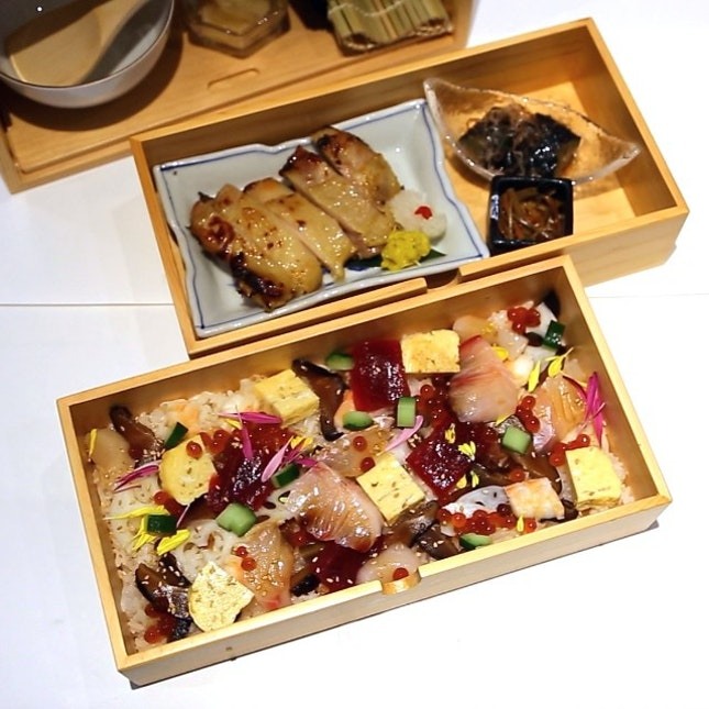 Check out what is served in this traditional 3-drawer wooden 'Okamochi' box!