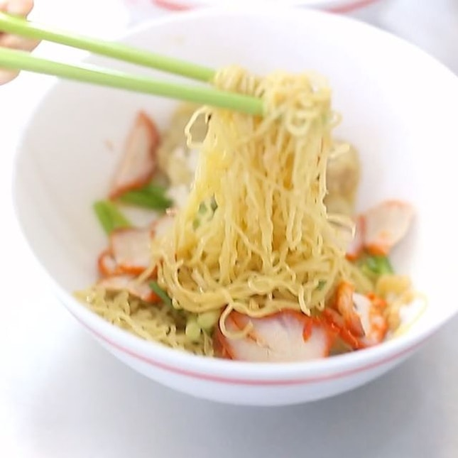"""Truth be told, there is nothing really extraordinary about this famous Thai noodle place, called the """"Sabx2 Pratunum Wanton Mee"""", also commonly known as the """"Soi 19"""" Wanton Noodles."""