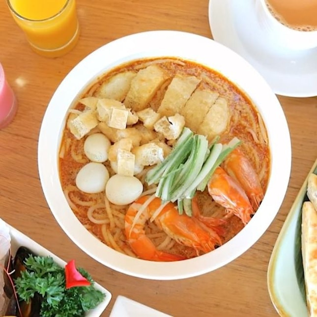 """If you are a fan of Live Stations, head straight to Asian Market Cafe's """"Prata Stall"""" where you can request plain, egg, onion or banana pratas made to order; to be paired with an aromatic cup of freshly-pulled """"Teh Tarik""""."""