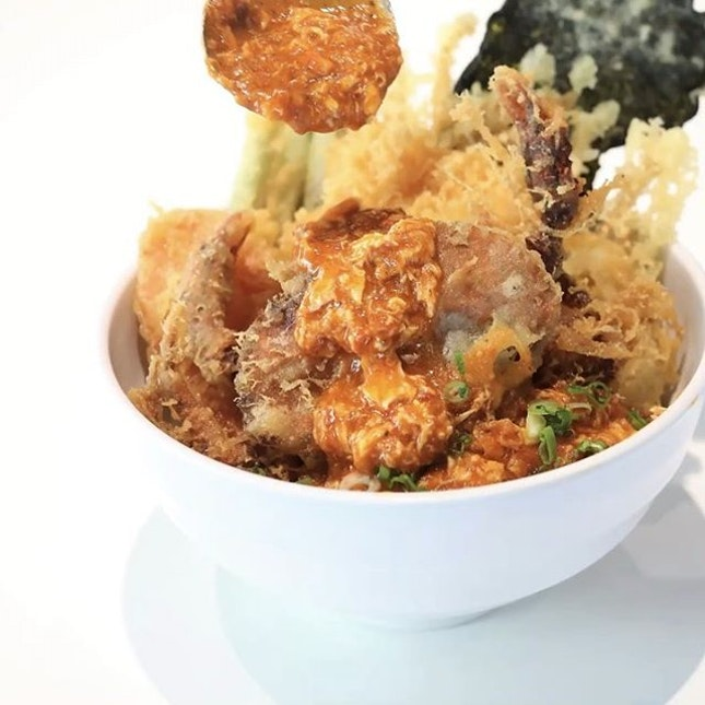 Chilli Crab Soft-Shell Crab Tendon from @koganeyamasg  The Singapore National Day special of tempura soft-shell crab and assorted vegetables with homemade chilli crab sauce on rice.