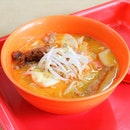 "The laksa stall with no official name, ""928 Yishun Laksa"", continues attracts people to visit this side of the town."