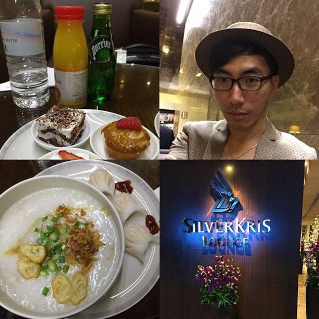 Um dicker zu sein 😂 #SunnySingapore #SingaporeAir #BizClass #SQ346 #DasLebenDesLeiters #LifeOfAManager #DasLebenDesStipendiats #LifeOfAScholar #GoetheInstitut #DankeGI #Burrple #Lecker #Yummy