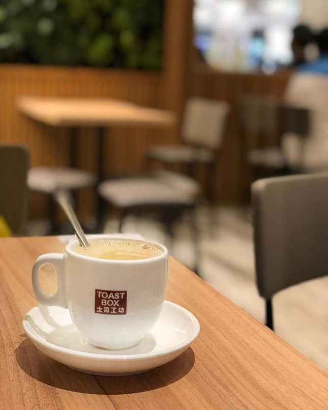 <🇩🇪> eine ruhige Zeit bitte 🙏🏻 <🇬🇧> a quiet time please 🙏🏻 • ☕️: Tea Tarik - S$1.9 📍: @toastboxsg Singapore