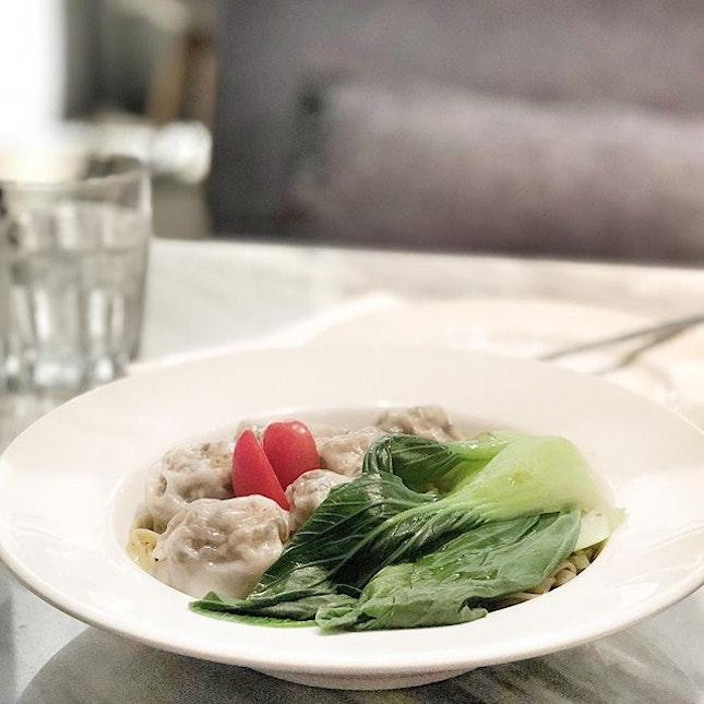 <🇩🇪> Leben, das ist das Allerseltenste in der Welt - die meisten Menschen existieren nur <🇬🇧> Life is the rarest, most people just exist • 🍝: Dumpling Noodle Dry - S$11.80++ 📍: @realfoodsg Singapore