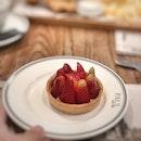 <🇫🇷> c'est mignon 😃 <🇬🇧> I'm sweet 😃 • 🎂: Tartelette aux Fraises - S$7.50++ 📍: @paulbakery_sg Singapore