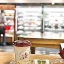 <🇩🇪> Eine jährliche Aktivität, dieses Cafe zu überprüfen <🇬🇧> An annual task, to review this cafe • 🌭: Smoked Salmon, Soft Cheese & Dill - S$11.50 🥤: Hot Chocolate - S$6.00 📍: @pretamangeruk Changi Airport T3, Singapore
