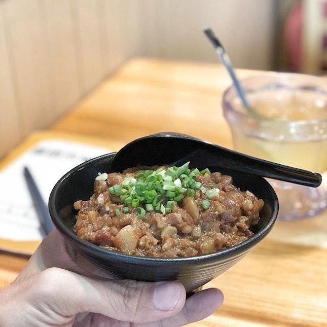 <🇨🇳> 顺其自然 <🇬🇧> Let it be • 🍚: Braised Pork Rice - S$4.5 📍: @eat3bowls Singapore