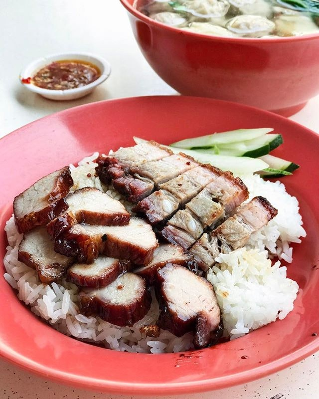 Excellent roast pork with a crackling skin but char siew might have went to the gym a little too often, resulting in the meat being tough and could have given a longer roasting and honey bath.