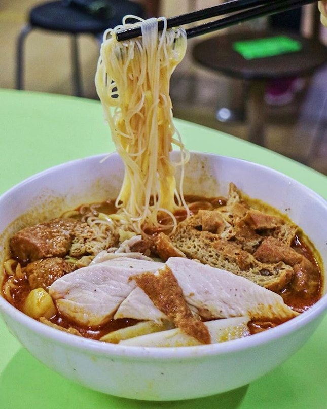One of my perennial favorites in Hong Lim Food Centre, but one that I try to limit my intake to a once-in-blue-moon sinful treat for the maximum satisfaction.