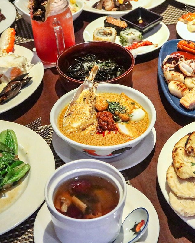 One of Singapore's perennial hotel buffets, Edge at Pan Pacific Singapore has recently revamped both their lunch and dinner lineup to include familiar dishes that we grow up eating with a modern touch to it.