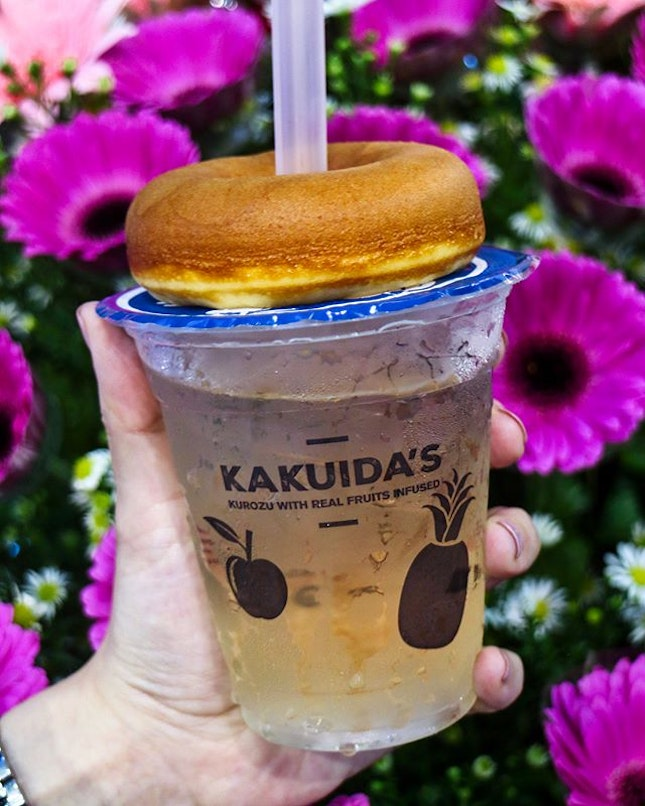 A health and wellness F&B outlet, Kakuida's Kurozu has just opened in Icon Village and they serve their signature kurozu-infused desserts such as the donuts with flavours ranging from original, matcha, chocolate and sweet potato, brewed tea, fruits kurozu drinks, ice blended smoothie and even soft-serve ice cream.