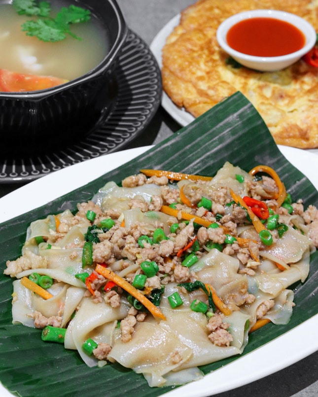 There was a period of time in 2018 where Kra Pow Thai Restaurant was the craze and many would flock to their original outlet just for their Drunken Noodles.