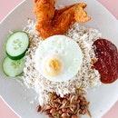 I am rather reluctant to share about this nasi lemak place because I am worried that the next time I am there, I might not be able to get a plate because this is truly a hidden gem that is waiting to shine in the bright spotlight.
