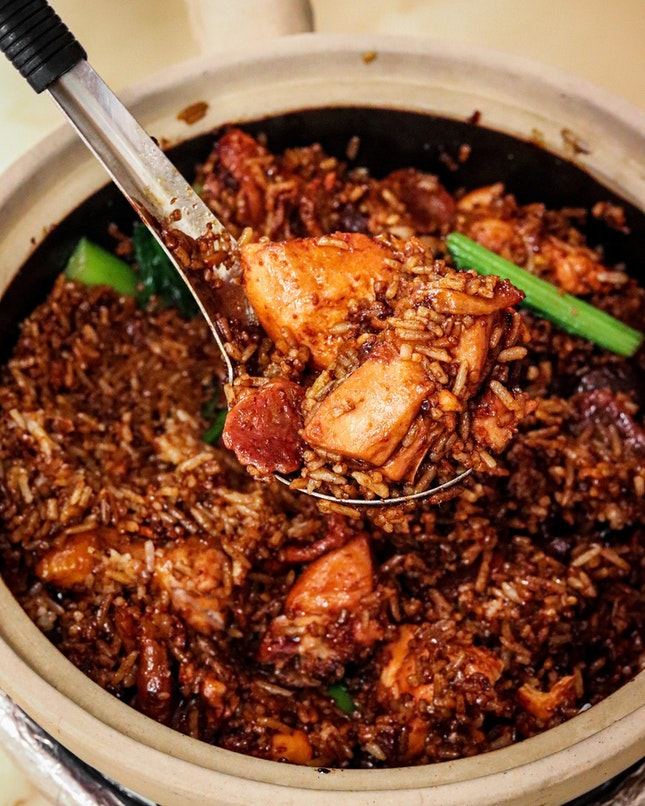 Formerly located at Geylang Lor 33, Geylang Claypot Rice has moved to a nicely renovated modern restaurant setting along Beach Road.