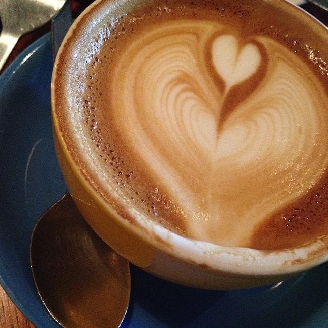 #flatwhite #coffeebreak #coffee #coffeelover #baristalife #doubleshot #doppio #depresso #espresso #enjoyment #foodie #flatwhite #foodblogger #homebarista #irse #relishbyrae #travelogue #latteart