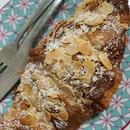 Almond croissant ($4.80)
