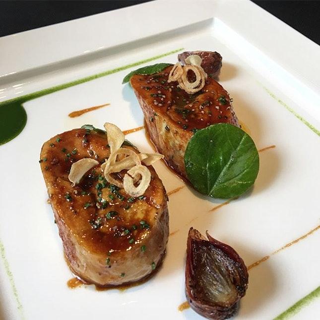 Le poulet de fermier des Landes caramélisé au foie gras et sons risotto d'orge perlées.