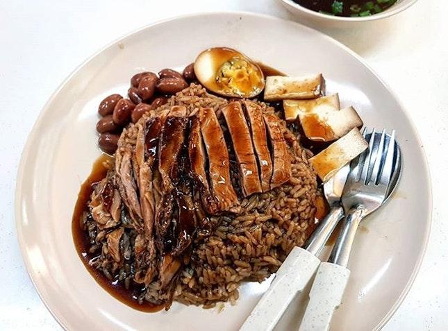 braised duck rice 👍🏻 7.11.18 #foodporn #sgfoodporn #foodsg #sgfoodies #instafood #foodstagram #vscofood #burpple #hungrygowhere #hawkerfood #hawkercentre