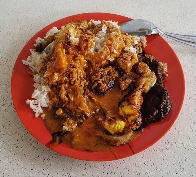 curry rice w/ pork chop,  tau pok & fried egg 👍🏻 11.12.18 #foodporn #sgfoodporn #foodsg #sgfoodies #instafood #foodstagram #vscofood #burpple #hungrygowhere #hawkerfood #hawkercentre