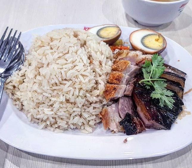 char siew & roasted pork rice 👍🏻 13.3.19 #foodporn #sgfoodporn #foodsg #sgfoodies #instafood #foodstagram #vscofood #burpple #hungrygowhere #hawkerfood #hawkercentre