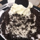 Big bowl of Oreo bingsu!