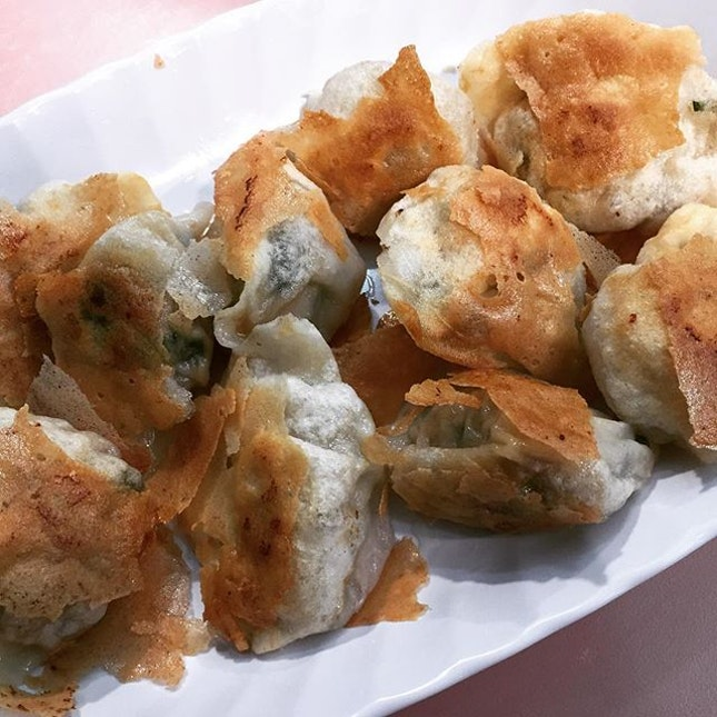 Snack Time - Pan Fried Dumplings 锅贴 (10pcs) @ Shanghai La Mian Xiao Long Bao 上海拉面小笼包 (Alexandra Village Food Centre).