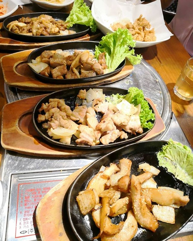 Other than hot pot, we had their Dwaeji Hanmari(Assorted parts of Pork)(S/450g-$71, L/600g-$89)🐖 It consists of Black Pork Collar, Marinated Pork Collar, Thick Pork Belly, Pork Shoulder Butt and Pork Skirt Meat.