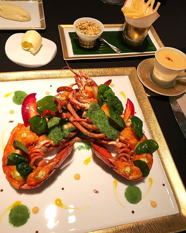 """😋Le Homard """"Frites"""" :: Roasted lobster with sea salt butter, lobster cappuccino and condiments @joel_robuchon_singapore #corainsingapore swipe for more pics 📲 ."""