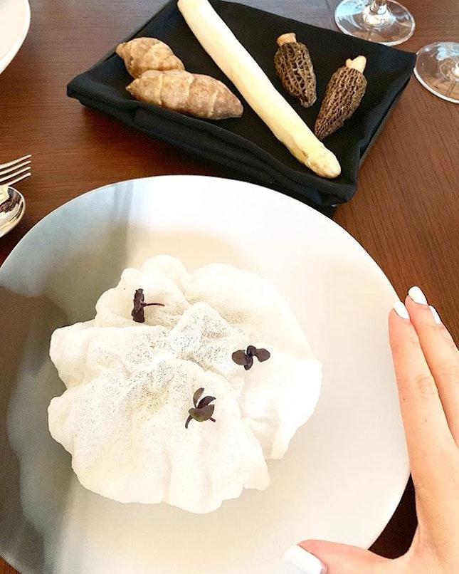 Peek - a - boo : smoked eel / white asparagus / morel mushrooms / heliantis :: :: @preludio.sg Chapter 1 : Monochrome 🎹 🖤 ⚪️⚫️ :: :: Swipe for more 📲.