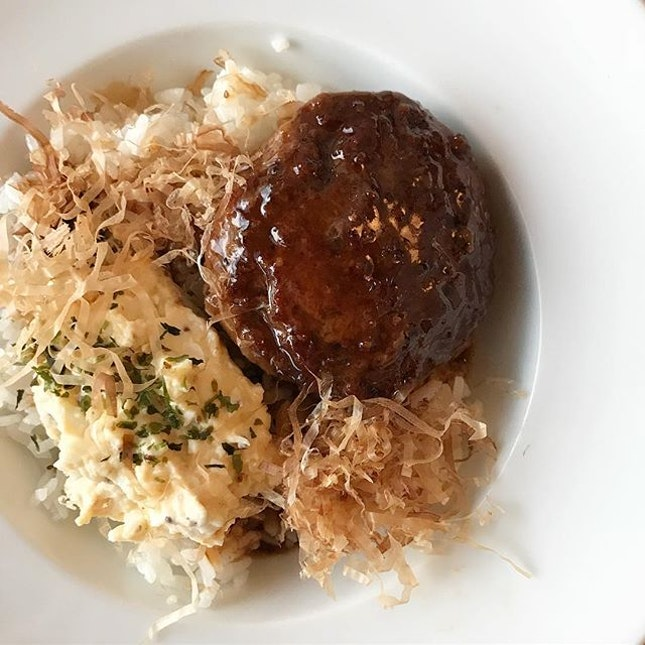 Juicy handmade beef patty, served with truffle eggs on the side that was tasty and surprisingly not too heavy, with hamburg sauce on fluffy rice that makes it easy to finish!