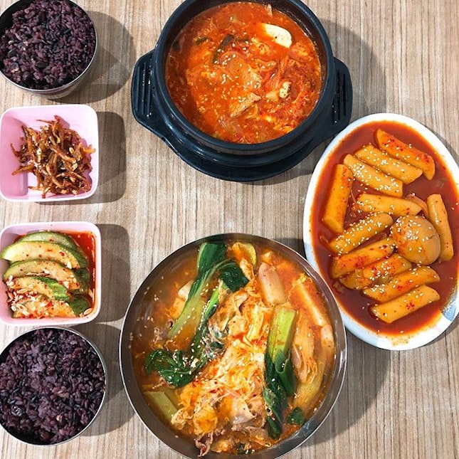 This chilly weather is just perfect for some hot and spicy food from Kim Dae Mun (My ultimate to-go place to satisfy my korean food cravings ☺️) Have been patronising this authentic, no-frills korean eatery for many years since i knew of its existence.
