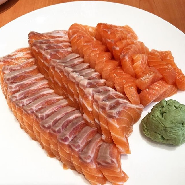 Mondays and Thursdays are Salmon Madness days @standingsushibar , where you can get 5 slices of sashimi for just $3!