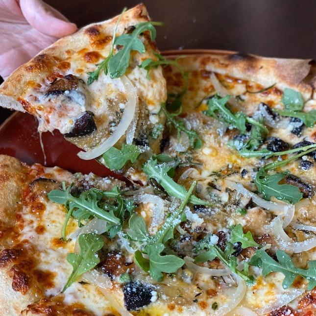 Simple But Delicious Al Funghi Red Pizza
