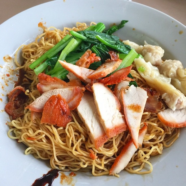 Another go at childhood wanton noodle to fill the stomach.