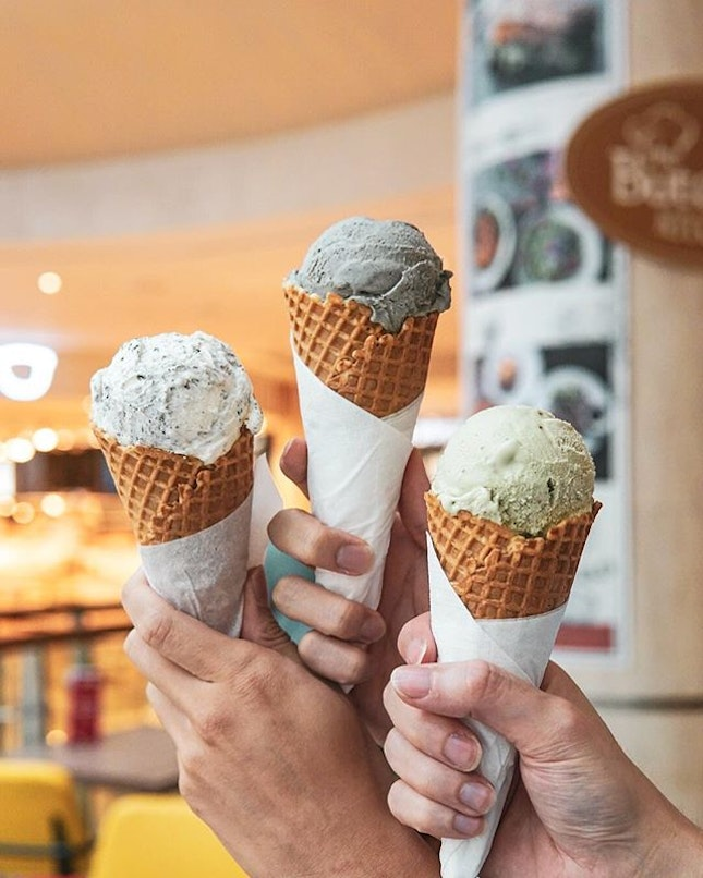 Take away some gelato from @thebutcherskitchensg at $5.80/cup or $6.80/cone🍦 20% less fat is a yes from me 😬 Recommendations are the Pistachio, Cookies & Cream, Black Sesame, and they even have an Avocado flavoured gelato????